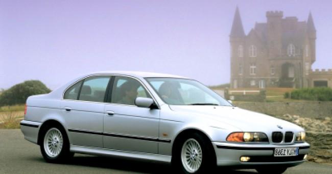 imagem do carro versao 540i 4.4 V8