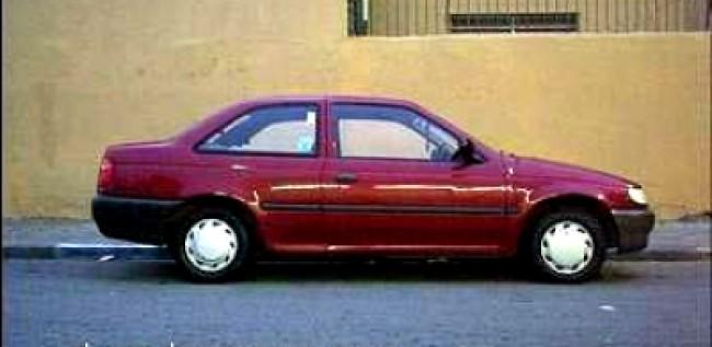 imagem do carro versao Logus CL 1.6